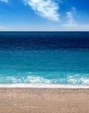 Verão na praia vazia foto de stock royalty free