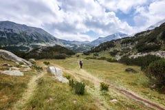 verão que caminha em montanhas de Rila imagem de stock