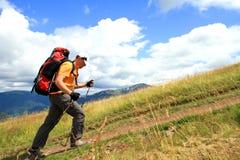 verão que caminha nas montanhas foto de stock