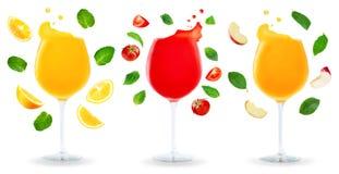 Veränderung von Apple, von Orange und von Tomatensäften mit Fliegen ingredi Stockbild