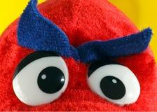 Verärgerte Augenbrauen auf weichem Spielzeug Stockfoto