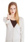 Verärgerte Blondine, die auf Sie zeigen Stockbild