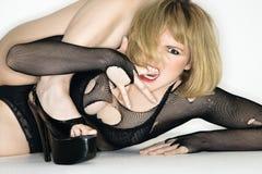 Verärgerte Frau auf Fußboden. Lizenzfreie Stockfotos
