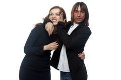 Verärgerte Frau und Mann in der schwarzen Jacke Stockfotografie