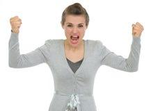 Verärgerte Geschäftsfrau, die in der Kamera schreit Lizenzfreies Stockfoto