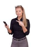 Verärgerte Geschäftsfrau mit einem smartphone Stockbild