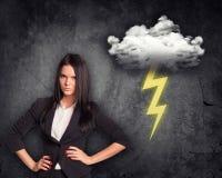 Verärgerte Geschäftsfrau mit Wolke Stockbilder