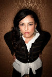 Verärgerte hispanische Frau stockfoto