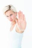 Verärgerte recht blonde Vertretung ihre Hand Lizenzfreie Stockfotos