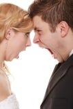 Verärgerter Frauenmann, der an einander schreit Wutbrautbräutigam Stockfoto