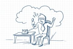 Verärgerter Geschäftsmann, der am Telefon schreit Sit At Office Desk Doodle über Karopapier-Hintergrund spricht Stockfotos