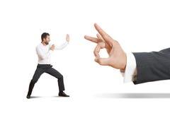 Verärgerter Mann bereit zum Kampf mit Chef Lizenzfreies Stockfoto