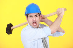 Verärgerter Mann mit Hammer Lizenzfreie Stockfotografie