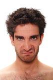 Verärgerter Mann mit Stirnrunzeln stockfotografie