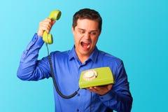 Verärgerter Mann mit Telefon Stockfotografie