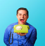 Verärgerter Mann mit Telefon Stockfotos