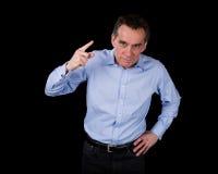 Verärgerter Mittelalter-Geschäftsmann, der Finger rüttelt Stockfotos