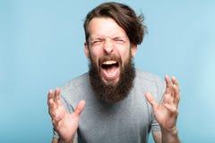 Verärgerter verrückter schreiender Mann des emotionalen Zusammenbruches stockbild