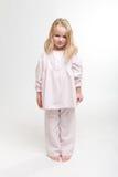 Verärgertes blondes Kind in ihren Pyjamas Lizenzfreies Stockbild