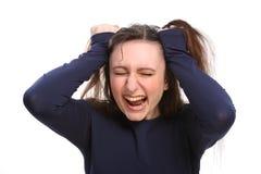 Verärgertes der jungen Frau frustriert, falschen Haartag habend stockfoto
