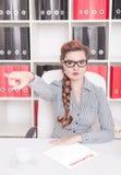 Verärgertes Geschäftsfrau-Chefunterstreichen Entlassungskonzept Lizenzfreies Stockfoto