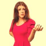 Verärgertes Mädchen machte die Frau unzufrieden, die in Gefühl-ISO der Hemdkurzen hosen behaart ist lizenzfreie stockfotografie