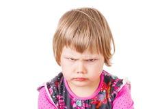 Verärgertes Stirnrunzeln des netten kaukasischen blonden Babys lizenzfreies stockbild