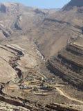 Ver dorp in Wadi Bani Khalid, Oman royalty-vrije stock afbeelding