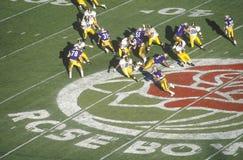 Över huvudet sikt av högskolafotbollleken, Rose Bowl, Pasadena, CA Royaltyfri Bild