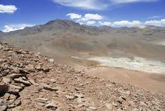 Ver, Onvruchtbaar vulkanisch landschap van de Atacama-Woestijn, Chili Stock Foto's