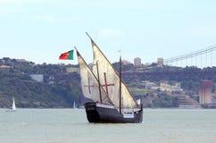Vera Cruz högväxt skepp på Taguset River, Portugal Arkivbild
