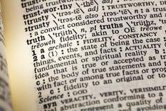 Vera fiducia onesta del libro del dizionario di fedeltà di verità fotografia stock