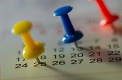 Verabredungen markierten auf dem Kalender stockfotos