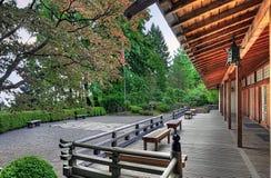 Veranda am Pavillion im japanischen Garten Lizenzfreies Stockfoto