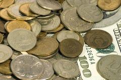 Verandering en dollars Stock Foto's