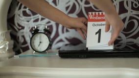 Verandering van kalenderaantallen, 2 Oktober, Donderdag stock video