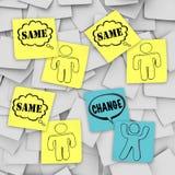 Verandering versus Zelfde - Kleverige Nota's Stock Foto's