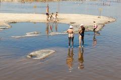 Veraneantes en el solenoide-Iletska del lago Fotos de archivo