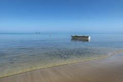 Verankerde vissersboot Royalty-vrije Stock Fotografie