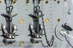 Verankert aan boord van een kruiser royalty-vrije stock afbeeldingen