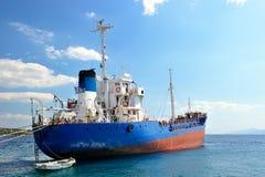 Verankertes Frachtschiff Lizenzfreie Stockfotografie