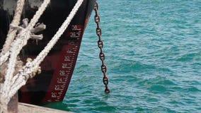 Verankertes Frachtschiff stock footage