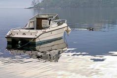 Verankertes Motorboot Stockbild