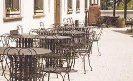 Verano acogedor caf en la República Checa Temprano por la mañana imagenes de archivo