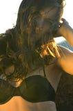 Verano adolescente en traje de baño por el agua Imagen de archivo