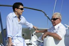 Verano al aire libre de las vacaciones del barco, generación de los hombres Imagen de archivo