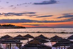 verano Costa adriática en la puesta del sol: playa Bisceglie Italia (Apulia) Fotografía de archivo