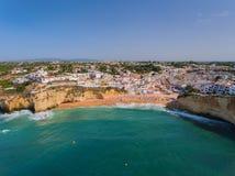 Verano de Carvoeiro de la playa desde arriba fotos de archivo libres de regalías