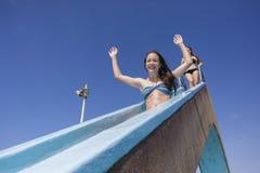 Verano de la diapositiva de la piscina de las muchachas Fotografía de archivo libre de regalías