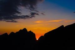 Verano de la puesta del sol de la montaña fotos de archivo libres de regalías